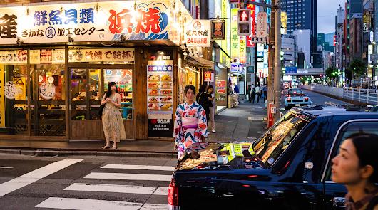 """El """"color y la alegría"""" de Tokio, en el primer libro de Chema Artero"""
