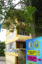 Photo: Bangunan Amanah di celah-celah rimbunan pokok yang menghijau. Gambar diambil pada Disember 2010.