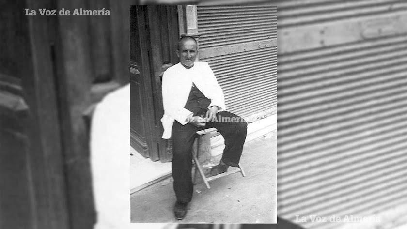 José Sáez estuvo casi medio siglo en el mismo puesto de trabajo. Cuando falleció le fue otorgada la medalla al mérito del trabajo.