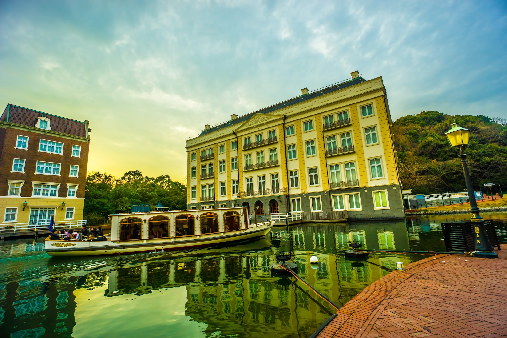Huis Ten Bosch Canal Cruiser sundown2