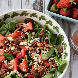 Strawberry and Pecan Spinach Salad