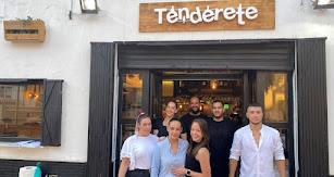 Personal del bar 'El Tenderete'.