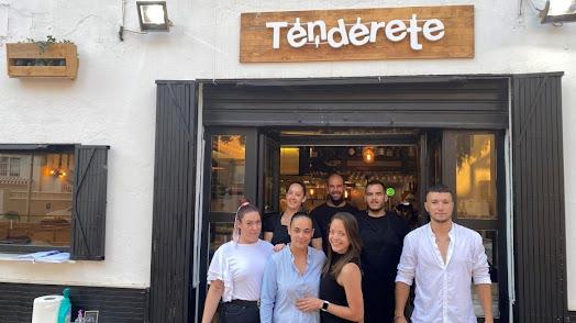 Personal del bar \'El Tenderete\'.