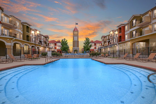 Villaggio Exterior, Pool, and Fountain