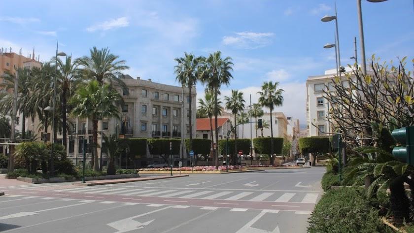 Imagen del centro de Almería, desierta, en pleno confinamiento.