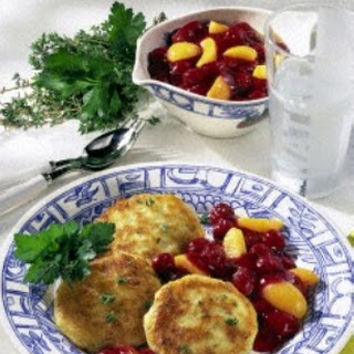 Kartoffelküchlein mit Aprikosen-Kirschkompott
