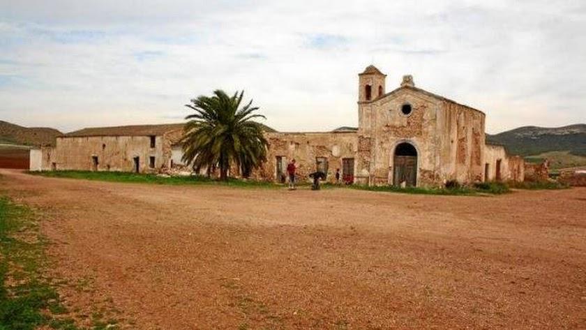 Cortijo del Fraile en mal estado de conservación.
