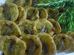 Photo: pissaladière - oignons anchois