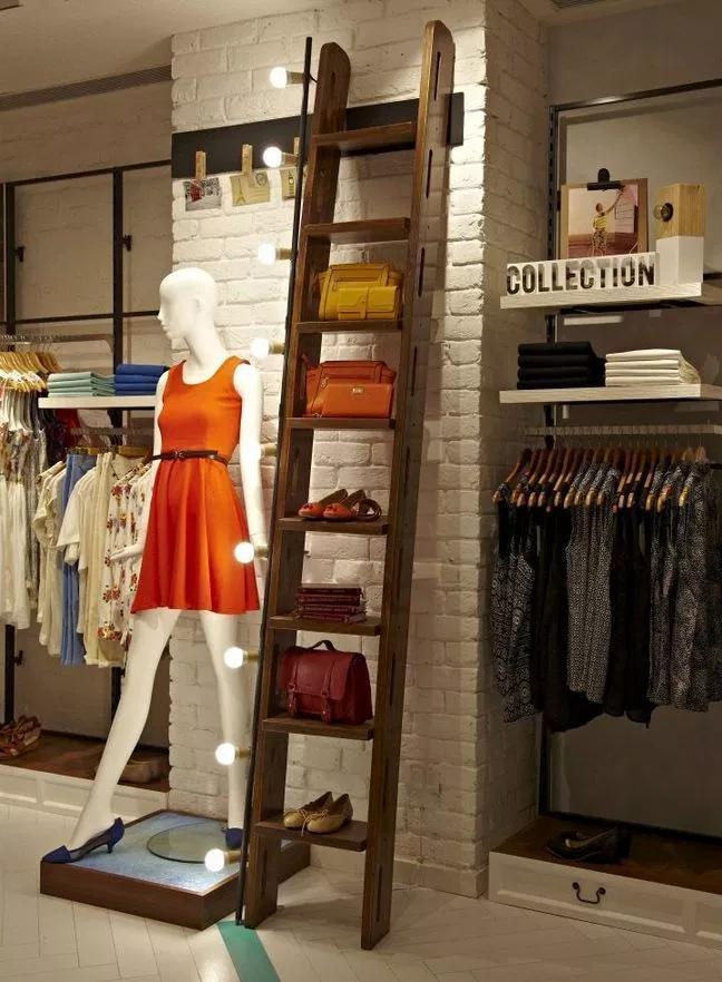 DIY Retail Display Ideas ladder with lights
