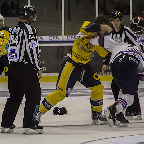 Fight during match by Lindberg-Photo.dk, Mathias Lindberg - Sports & Fitness Ice hockey ( fight, lindberg-photo, lindberg-photo.dk, mathias lindberg, denmark, helmet, esbjerg energy,  )