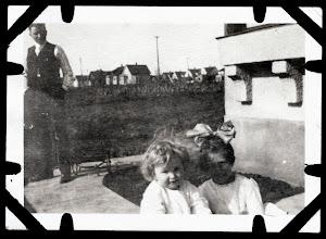 Photo: Tom Brandvold Album TBB105 / Winston and Evelyn Hansen - probably Alfred Hansen looking on