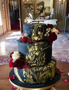 Black and gold marble wedding cake