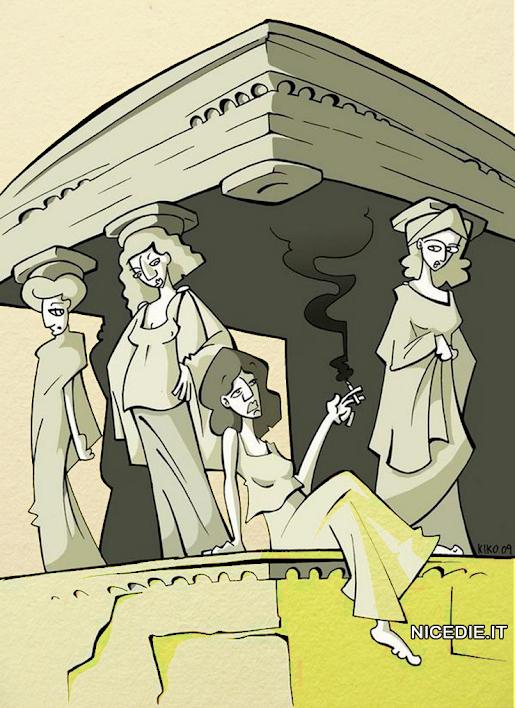 un antico tempio greco il colonnato è fatto di donne, una è seduta e fuma una sigaretta