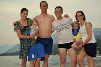 Photo: Chacha, Tony, leurs filles avec Laura et Pierrot à Amphion les Bains (Hte Savoie)