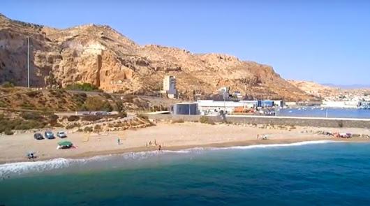 Hallan el cadáver de un hombre en la playa de Las Olas en Almería capital