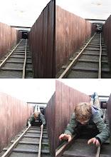 Photo: Wielka ucieczka - przejażdżka wagonikiem w tunelu wykopanym przez uciekających jeńców