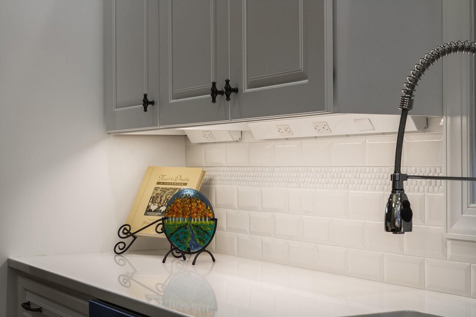 Inspirasi penerangan task lighting di dapur - source: hardwareresources.com