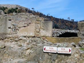 Photo: Scendendo dal Col del Priorat, 459m, ci si imbatte in vestigia romane ed in fortificazioni del 1600: Le Perthus, 280m, è ancora oggi un passaggio obbligato.