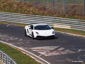 Photo: Lamborghini Gallardo LP570-4 Superleggera Im März 2010 stellt Lamborghini die aktualisierte Version des Superleggera vor. Als Basis hierfür dient der LP 560-4, dessen Leistung um 10 PS auf 570 PS (419 kW) angehoben wurde. Gleichzeitig wurde auch das Gewicht auf 1340 kg reduziert.
