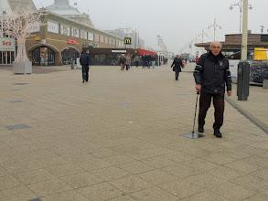 Photo: Gelukkig zijn de afstanden voor Iebele nog goed te doen, weliswaar mét stok.