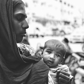 Mother n Child by Rajdeep Wasekar - Black & White Portraits & People ( mummy, rajdeep wasekar, miracle group, mom, workflow studios, relationship, child )