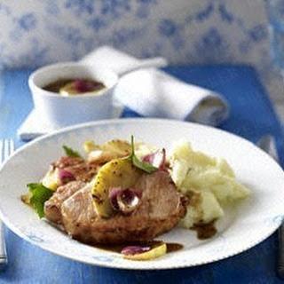Kasseler-Steak mit Apfel-Zwiebel-Senfsoße und Kartoffelpüree