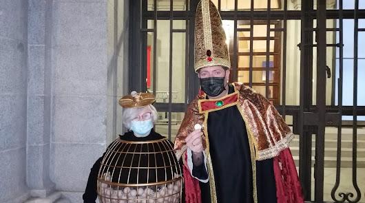 """Manoli o el 'Obispo de la Lotería' no fallan:  """"Que pase el coronavirus"""""""