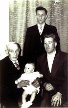 Photo: vier generaties Zandvoort Overopa Jans, opa Willem, vader Jans en zoon Wim