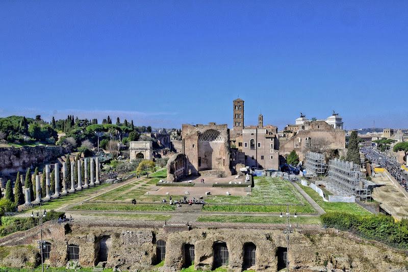 La grandezza di Roma fa sembrare piccole le persone. di GVatterioni