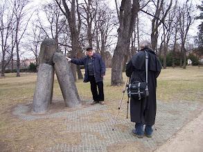 Photo: Odhaluji, proč se ďábel přikovaný neviditelným řetězem k tomuto sloupu jmenuje Zardan.