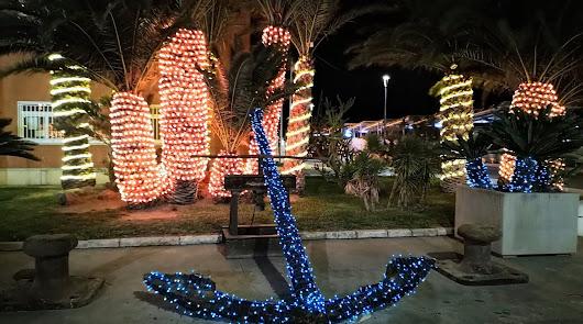 La Navidad también llega ya al Puerto de Almería