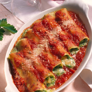 Käse-Broccoli-Cannelloni in Tomatensauce