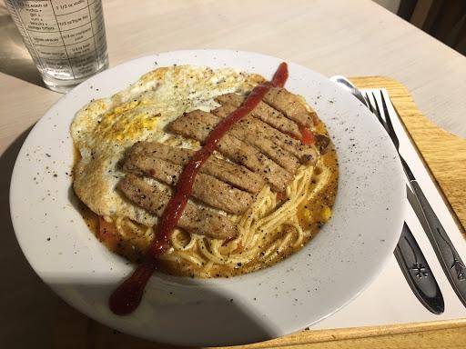 限量鐵板麵~ 是我吃過最好吃的鐵板麵(>^ω^<)  還附飲料,超讚