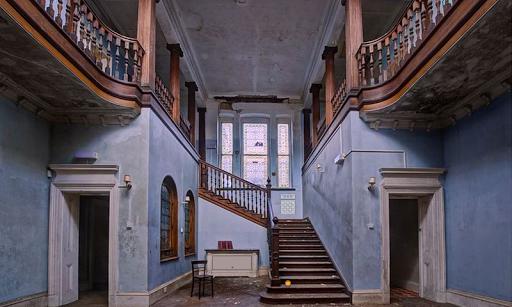 放棄された大階段ハウスからの脱出