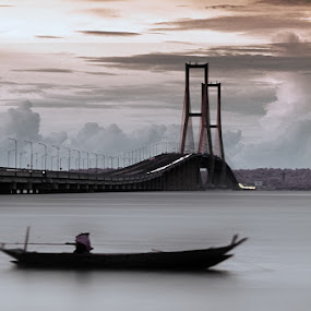 Suramadu by Nanto 사파이어 - Buildings & Architecture Bridges & Suspended Structures ( suramadu, east java, madura, bridge, surabaya )