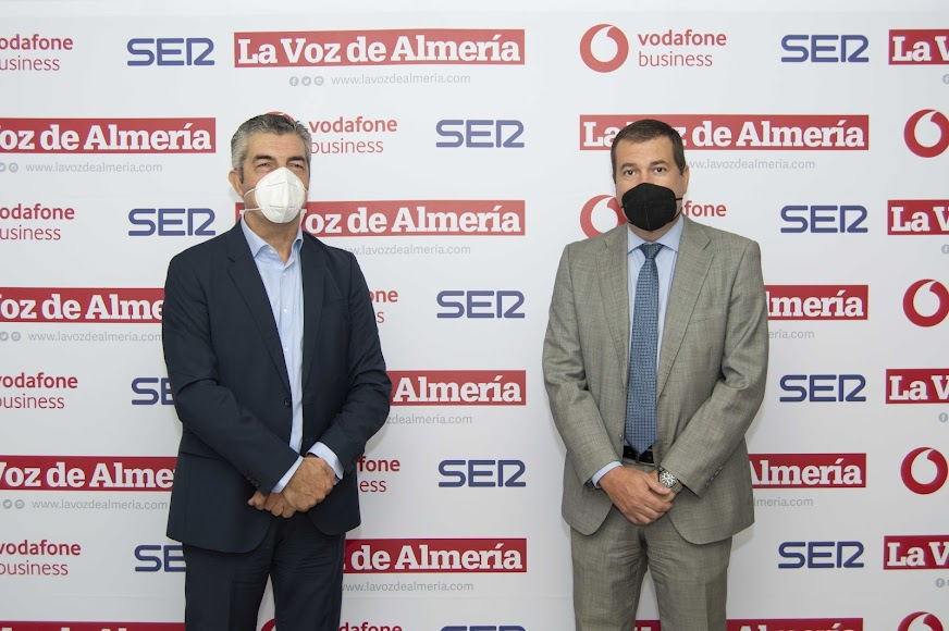 Antonio Rodríguez, jefe y comercial de Unicaja; y Antonio Plaza, responsable de empresas de Unicaja.