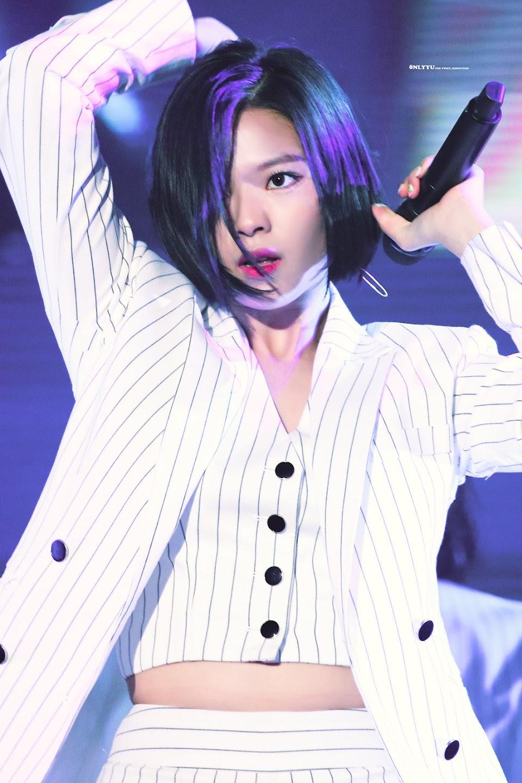 jeongyeon suit 31