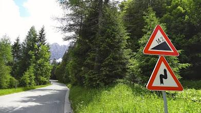 Photo: Die Auffahrt von Kranjska Gora zur Passhöhe ist 7 km lang und hat 750 Hm. Macht rund 10% durchschnittliche Steigung.