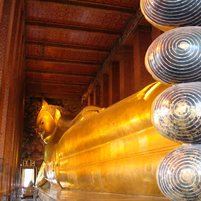temple in bangkok by Aarthi Siva - Buildings & Architecture Statues & Monuments ( temple, monuments, building, statues, architecture )