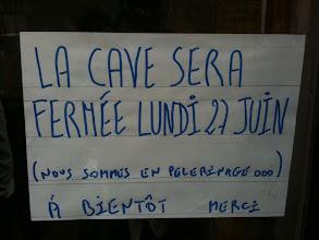 Photo: Samedi dernier sur la devanture des caves Bossetti, rue des Archives à Paris, l'on pouvait lire cette inscription... Un pèlerinage !