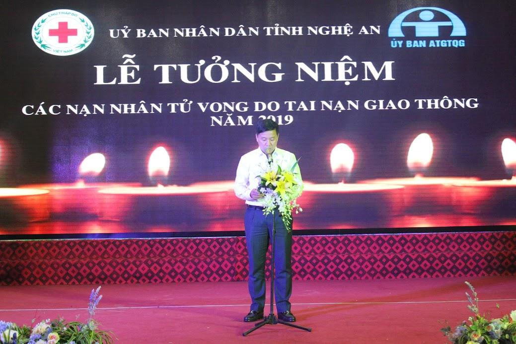 Đồng chí Hoàng Phú Hiền, Ủy viên BCH Đảng bộ tỉnh, Giám đốc Sở Giao thông Vận tải phát biểu tại buổi lễ