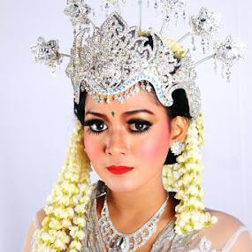 Beauty 2 by Alnia Furwani Maulina - Wedding Details ( best female portraiture )