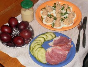 Photo: Wielkanocna szynka, malowane w cebulniku jajka i faszerowane jajka (obowiązkowo chrzan - w słoiczku) - 50