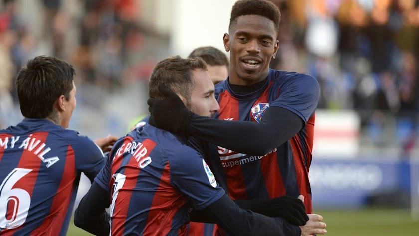 Jair, celebrando un gol con el Huesca.