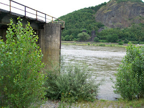 Photo: 2e Dag, vrijdag 17 juli 2009. Meerbush- Remagen Dag afstand: 109,2 km, Totaal gereden: 215 km De Rijnbrug bij Remagen.