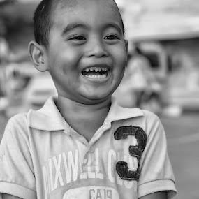 Senyuman by Khaidir Putra Pertama - People Street & Candids