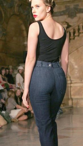Scarlett Johansson sexy back, Scarlett Johansson in tight jeans