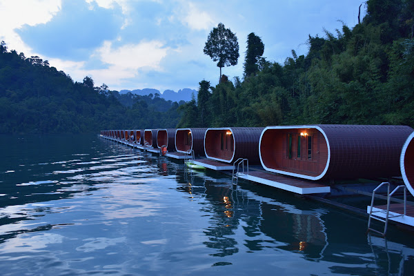 Enjoy the overwhelming atmosphere at the floating raft houses