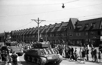 Photo: 0005. Laan van Meerdervoort. 21  mei 1945.  http://www.loki-travels.eu/