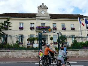 Photo: arrivée a la mairie de Pontoise
